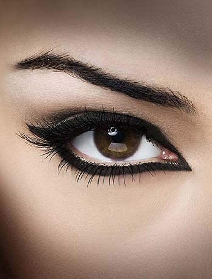 ojo con delineador maquillaje de ojos