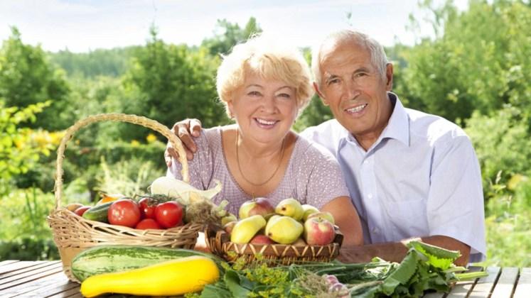 Pareja de ancianos, vegetarianos