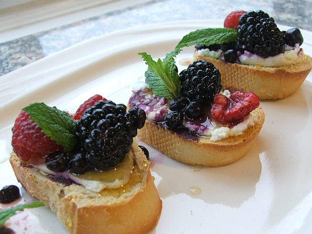 Triple Berry Bruschetta Is The Perfect Dessert For Italian Night Detroit Mommies Detroit Mommies