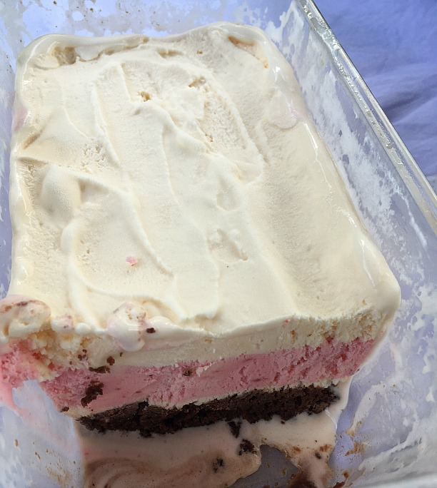 Ice Cream Cake with Brownie Crust #mixinmoments