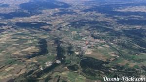 Vue approximatif d'un avion en VFR. Quelle est ville est sous le point rouge ?