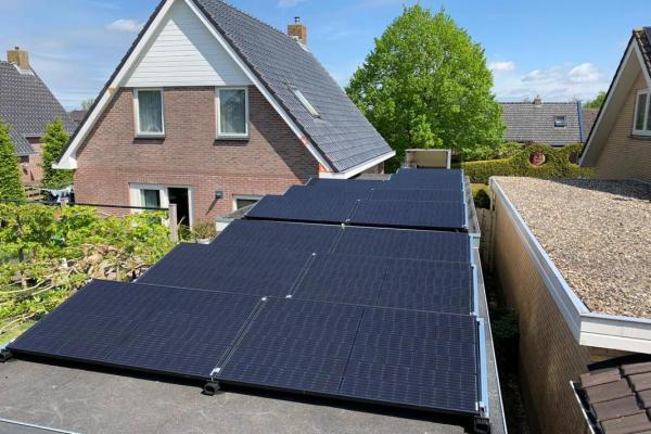 Zonnepanelen-installatie-mei-familie-van-der-Heide-Twijzelerheide