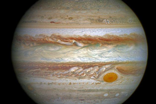 Telescópio fotografa as auroras psicodélicas de Júpiter
