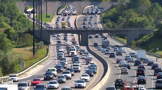 """Por que o tráfego """"anda e para"""" em rodovias?"""
