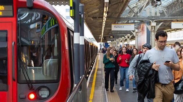 Por que pessoas estão usando menos o metrô de Londres?