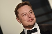 Elon Musk calls on governments to start regulating AI