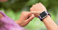 Fitbit confident smartwatch will arrive on time, despite rumors of delays