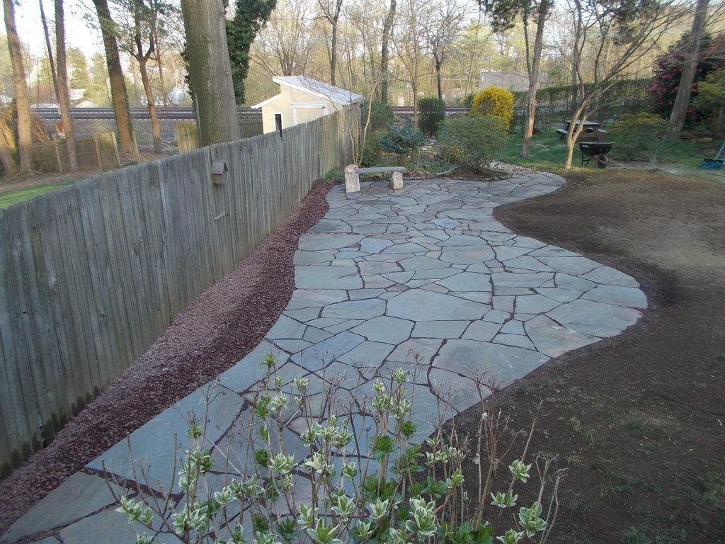 building a flagstone patio overview