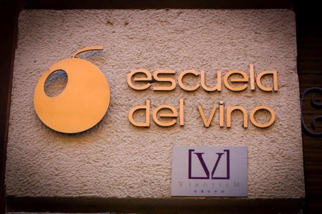 Rótulo del Centro de Experiencias y Escuela del Vino - La rebelión de los Mandiles- Fuente: Grupo Vinotivm