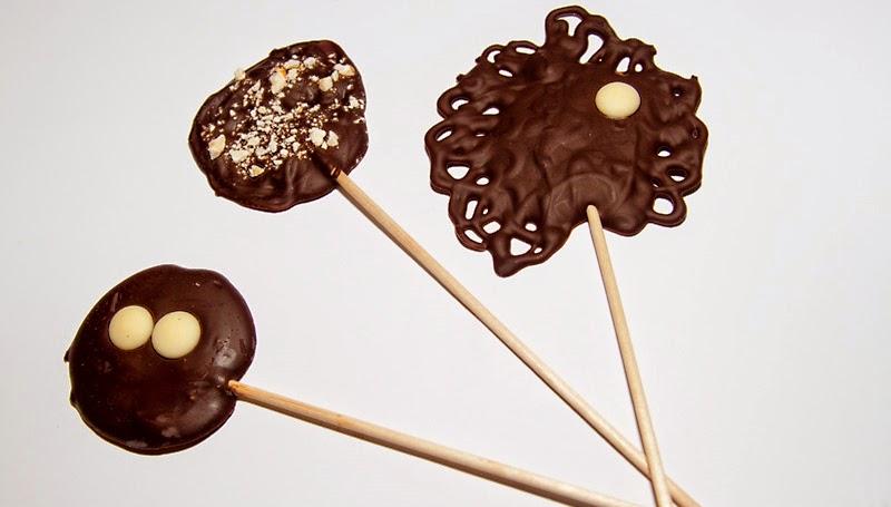 Piruletas de chocolate y AOVE. Fuente 1001 Recetas