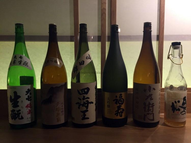 Degustación de varios tipos de sake. Copyright: devinosconalicia.com