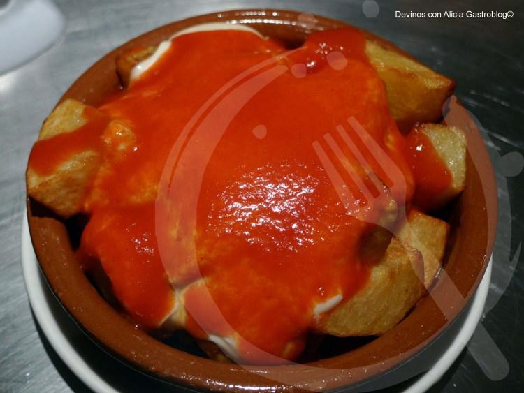 Patatas bravas. Copyright: www.devinosconalicia.com