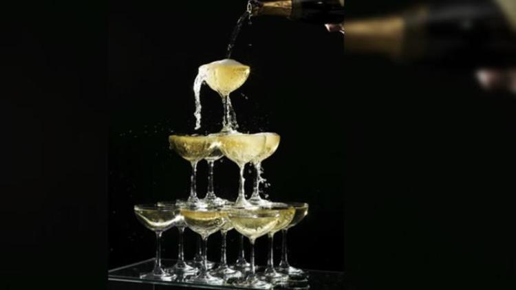 Champagne servido en copa Pompadour. Copyright: cdn.expansion.mx