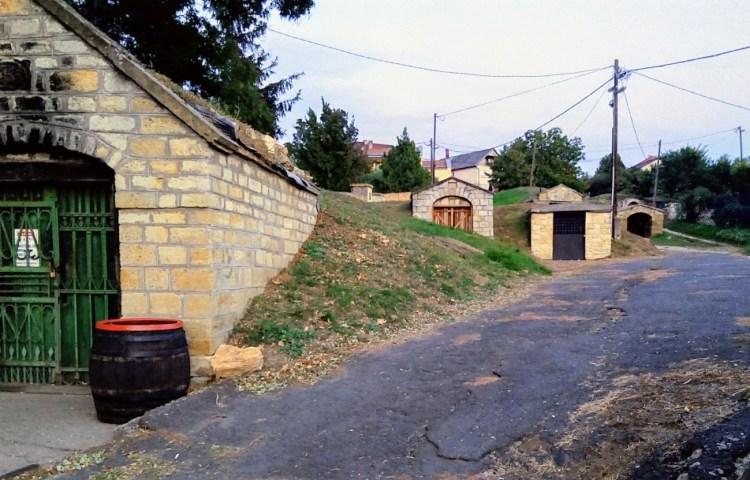 Bodegas subterráneas en el pueblo de Mad. Region de Tokaj. Copyright: Natalia Martínez Pérez para www.devinosconalicia.com