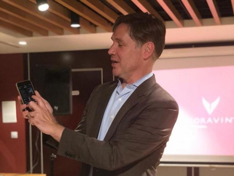 Greg Lambrecht, fundador de Coravin, durante la presentación en España del Model Eleven en Lavinia.