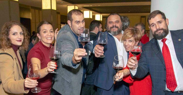 Alegría por el éxito de la DO Toro. Presidente y secretario. ©ialcuadrado.com