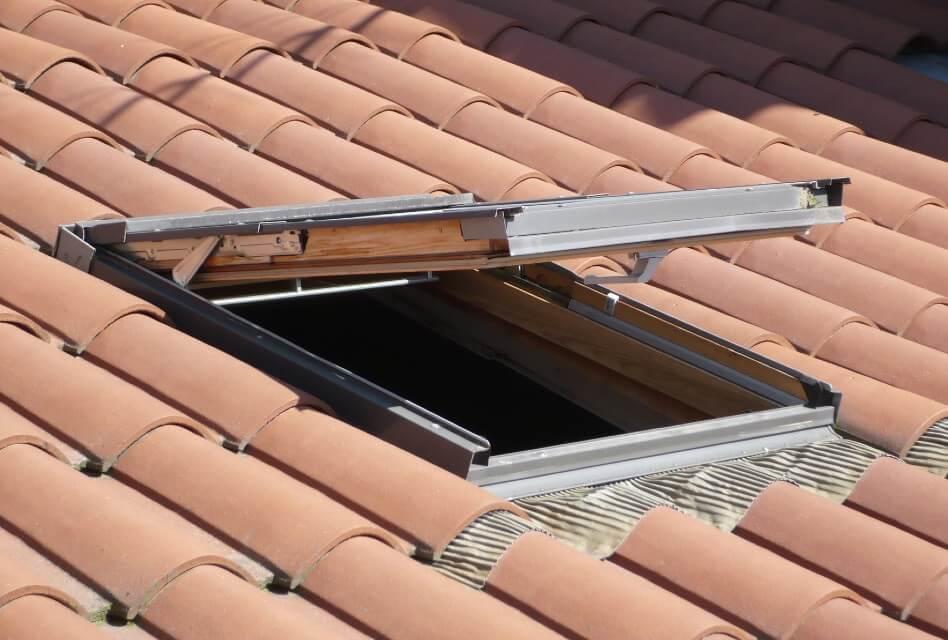 de pose d une fenetre de toit type velux
