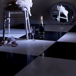 DANCE FLOOR BLACK / WHITE 18' X 16'