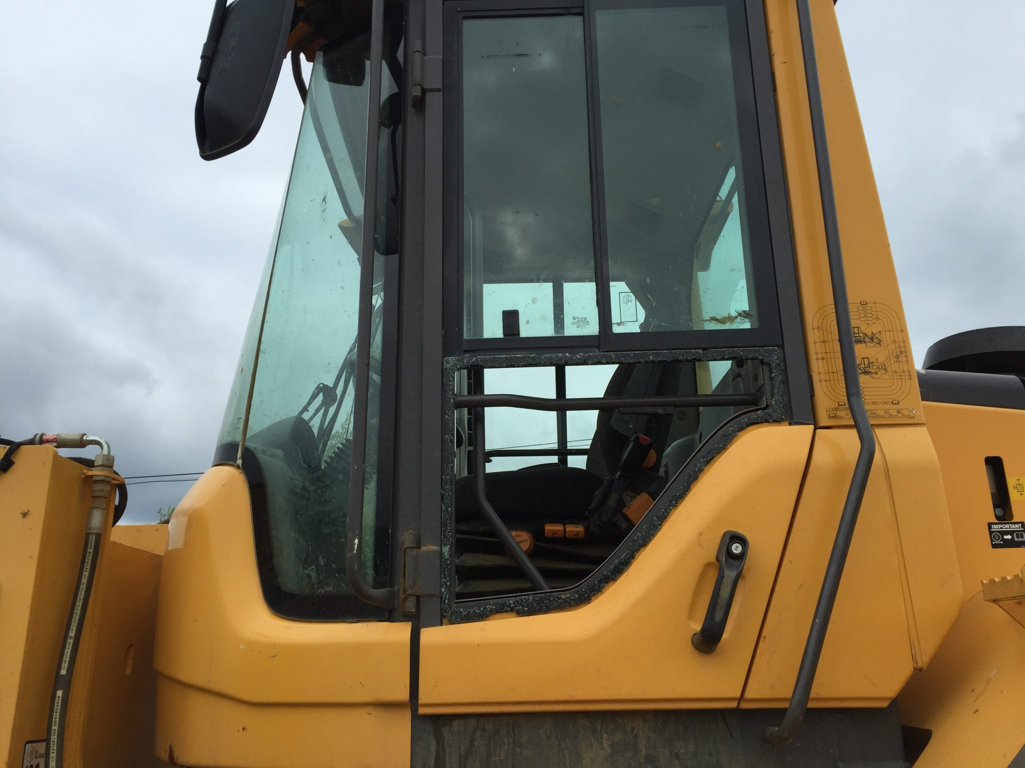Volvo L120F Replacement Glass