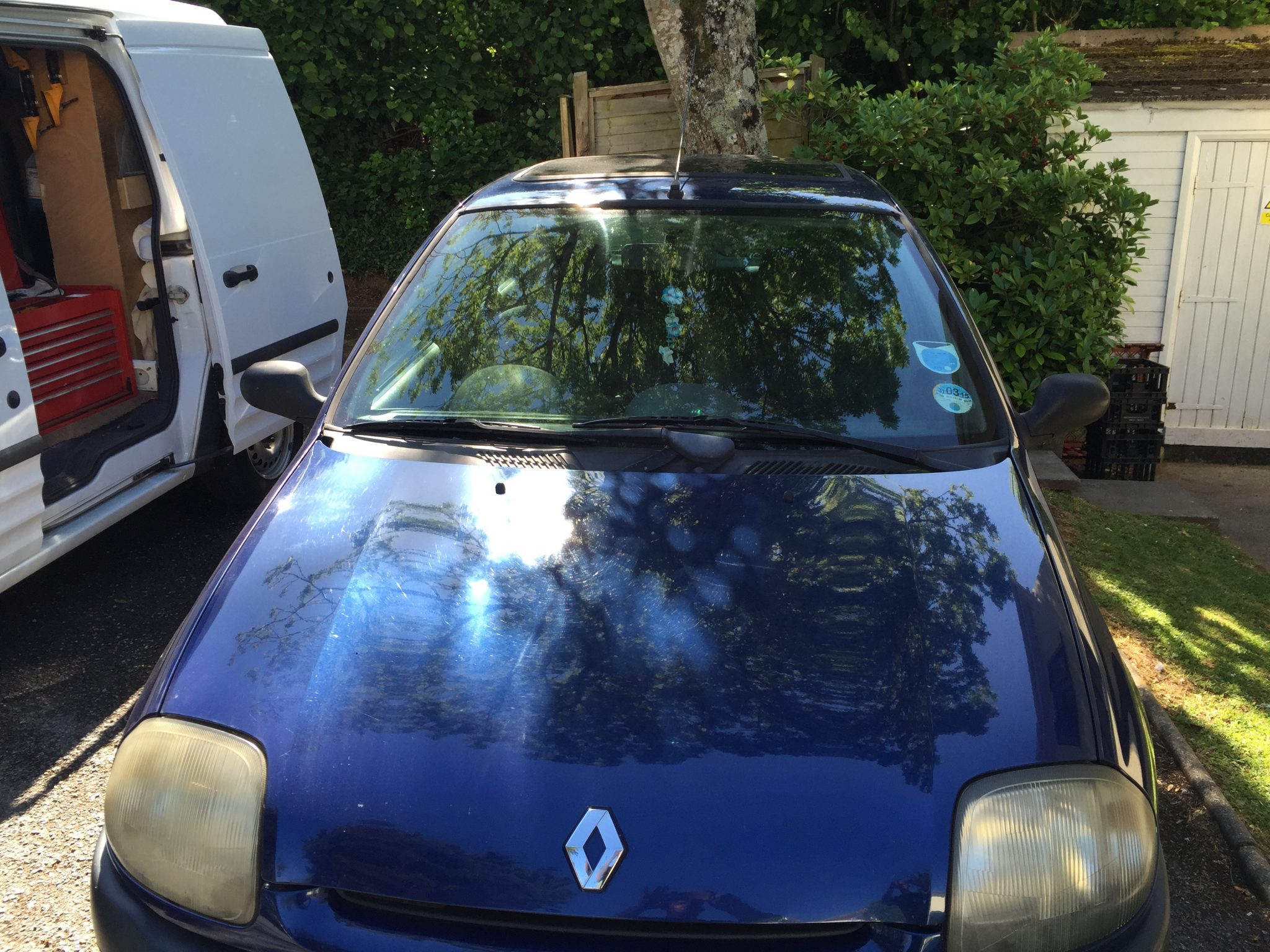 Renault Clio Replacement Windscreen
