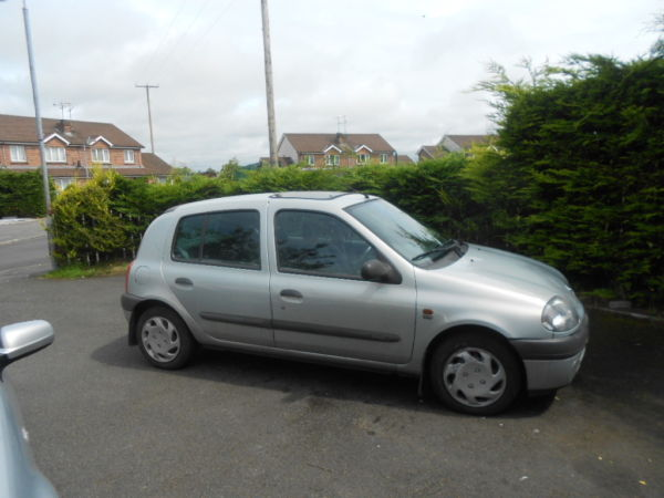 Renault Clio Replacement Windscreen