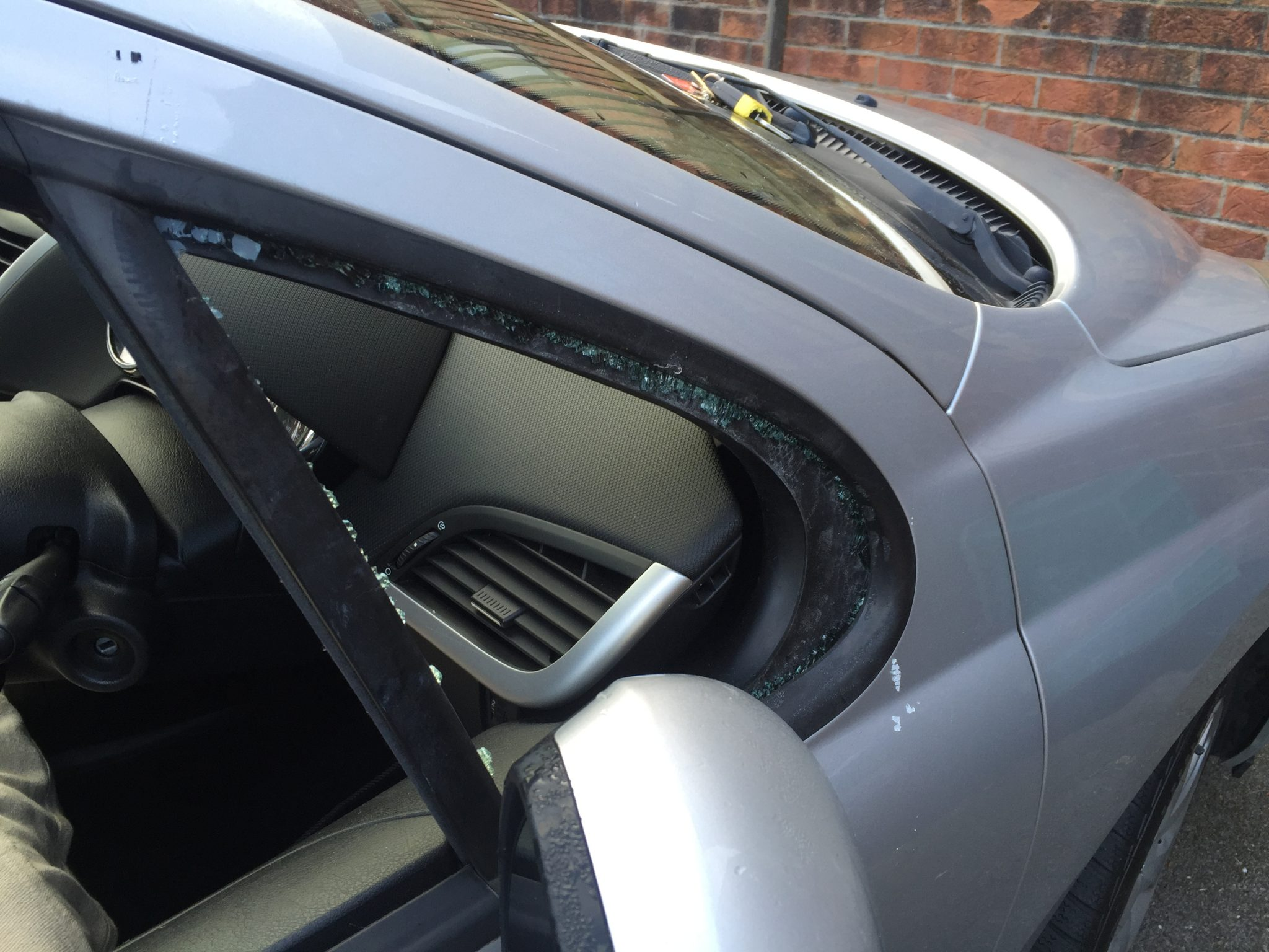 Peugeot 207 Side Window Smashed
