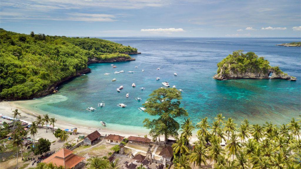 Crystal Bay Beach 1024x575 - Wow, Ini 8 Tempat Wisata Bali Mirip Luar Negeri yang Wajib Dikunjungi