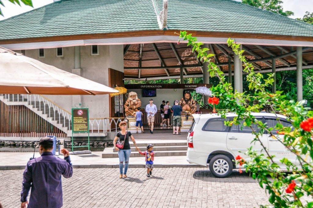Monkey Forest Front of - Sewa Motor Murah Ubud Dan Tempat Jasa Rental Scooter Di Ubud