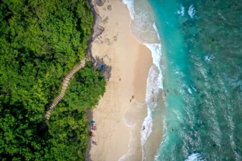 green bowl beach 1 - Jelajahi Pantai Green Bowl, Surga Tersembunyi Sisi Selatan Bali