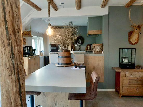 Open landelijke keuken woonboerderij