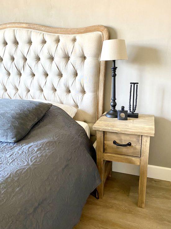 Gecapitonneerd hoofdbord landelijke slaapkamer