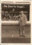 1952-winkel-opa-hondje.JPG