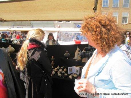Keramiekmarkt Gouda 2014, kraam van Daniel Bende, keramist (DFB-keramiek)