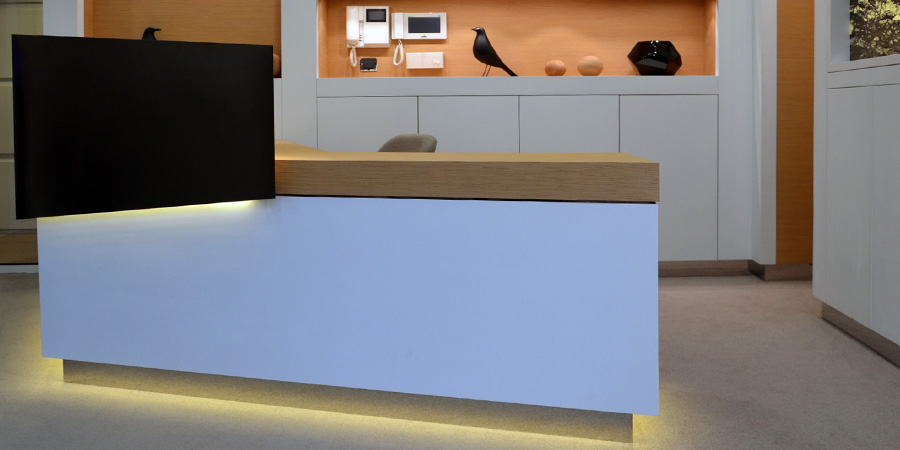 Dettaglio scrivania uffici azienda di lusso, sede di Parigi (Francia)