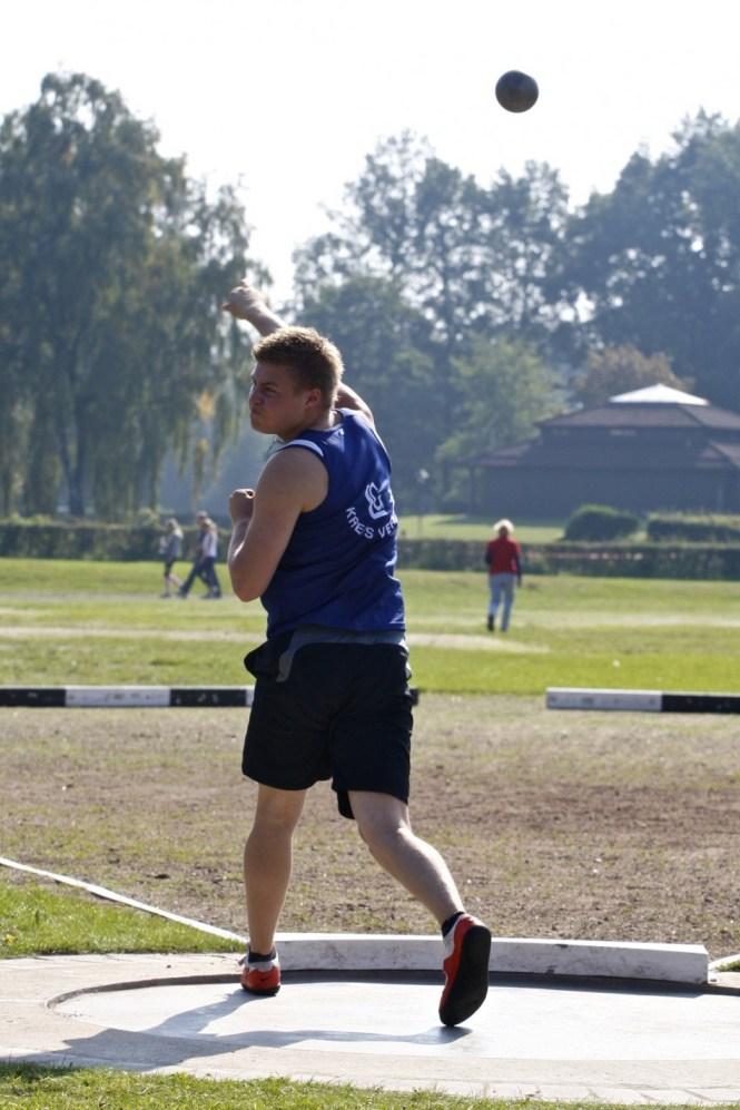 NLV/BLV Landesmeisterschaften in Verden: Kugelstoߟen männliche Jugend A Lennart Carstens LG Kreis Verden (395)