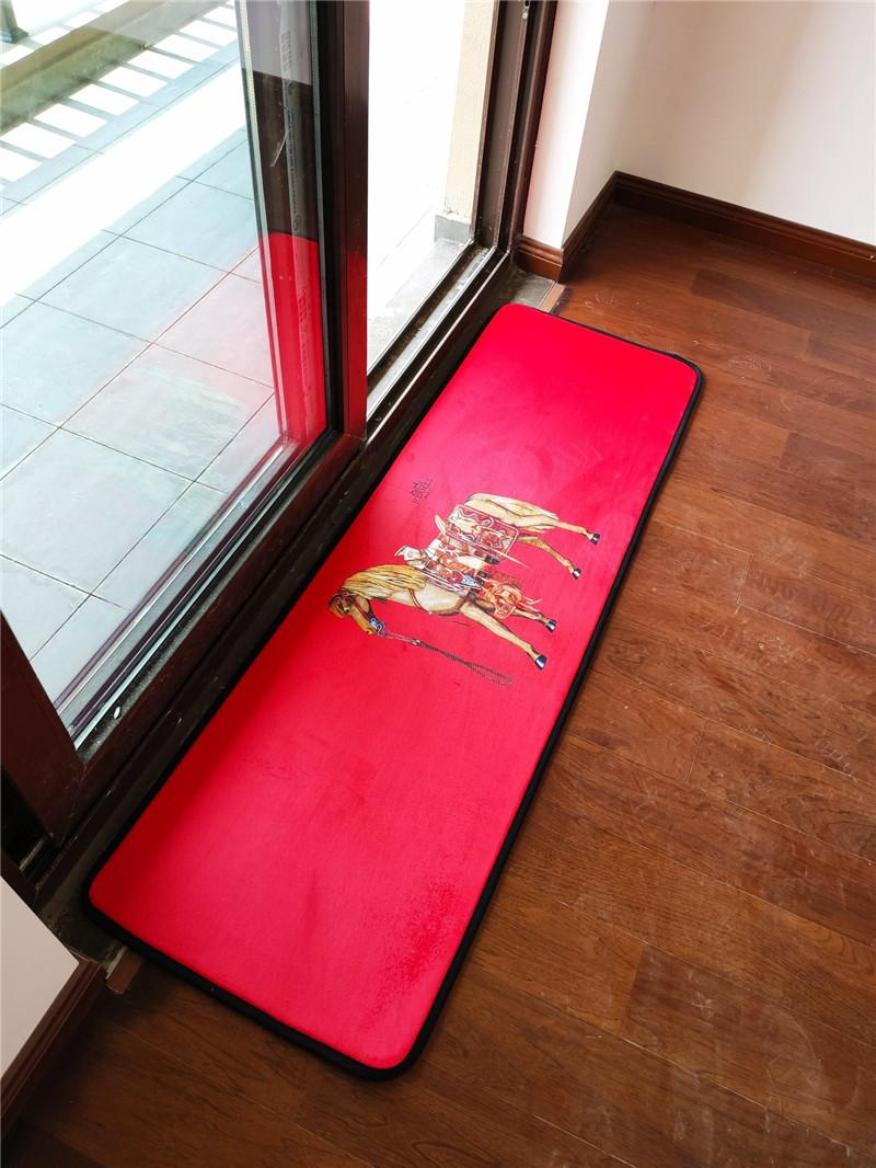 2019 Christmas Red Decoration Carpet Luxury Logos Print Non Slip Dust Proof Carpet Bedroom Kitchen Rugs Horse Designs Mat 2020 From Jhdisi 51 26
