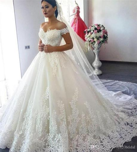 Off The Shoulders Ball Gown Wedding Dresses 2017 Vestido De Novia     Off The Shoulders Ball Gown Wedding Dresses 2017 Vestido De Novia Princess  Lace Appliques Princess Wedding Bridal Gowns Custom Made Lace Wedding Gowns  Long