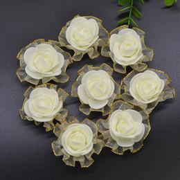 de rose artificielle blanche