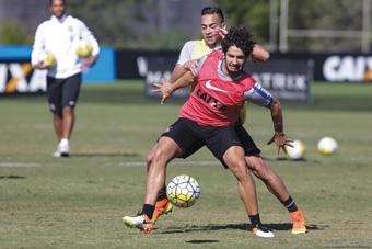 Pato treinou com o grupo, mas não viajou para Chapecó. Foto: Daniel Augusto Jr./Agência Corinthians