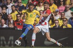 Tite espera por Neymar para escalar time ideal