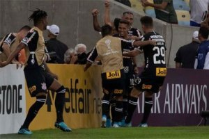 Corinthians empata com o Fluminense e avança na Copa Sul-Americana