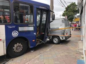 Acidente de ônibus interdita Av. Dom João VI em Diadema