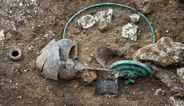 Τάφος Κέλτη με Ελληνικά Ευρήματα Αποδεικνύει όσα Δεν Θέλουν να Ξέρουμε...