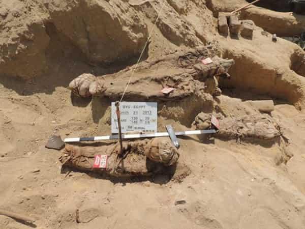 Χιλιάδες Μούμιες και μία Μεγαλόσωμη Κοκκινομάλλα Βρέθηκαν στην Αίγυπτο (video)
