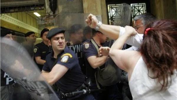 "18542297 EV KN 030614 YPOIK ENTASH KATHARISTRIES3.limghandler 600x341 Η επιστολή κόρης καθαρίστριας προς τον ""ηρωικό"" αστυνομικό! Λόγια που συγκλονίζουν…"
