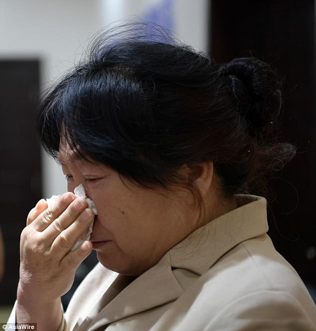 Lei Lei's mother, Du Li, weeps during the happy reunion on Friday in Xi'an city