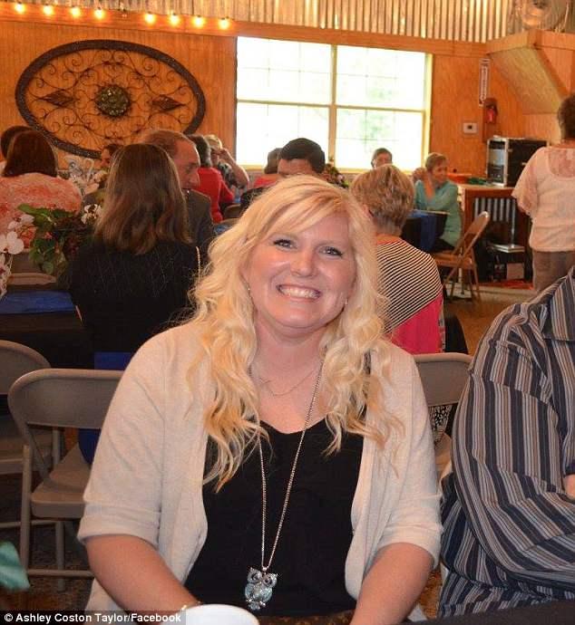 Μεγάλη δάσκαλος: η Ashley Coston Taylor από το Burleson, Τέξας ξεκίνησε τη γλυκιά παράδοση με την τάξη της