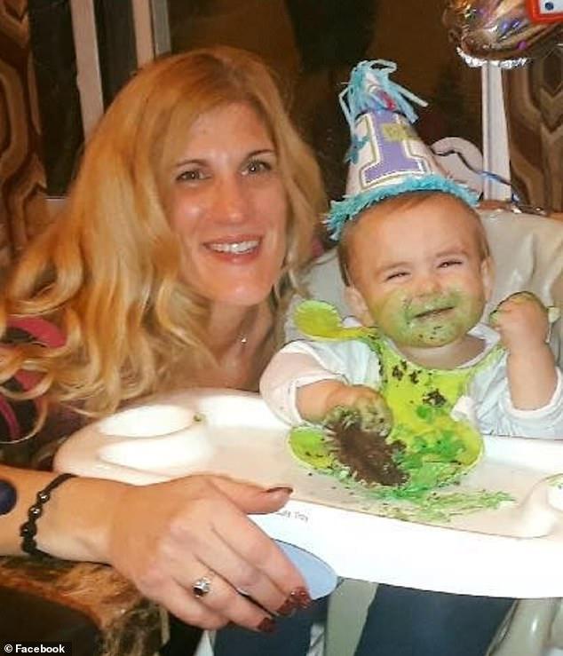 Μητέρα έπνιξε το μωράκι της με μια σφουγγαρίστρα επειδή την εμπόδιζε στις προσωπικές της υποθέσεις (Photos) - Εικόνα 1