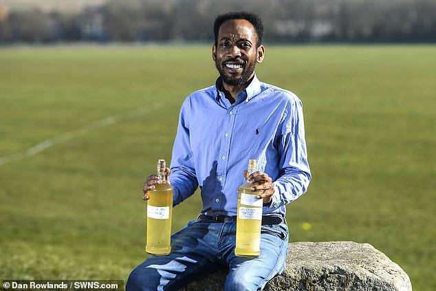Άντρας πίνει κάθε μέρα τα ούρα του και λέει ότι νιώθει πιο υγιής, πιο όμορφος και πιο έξυπνος - Εικόνα 2