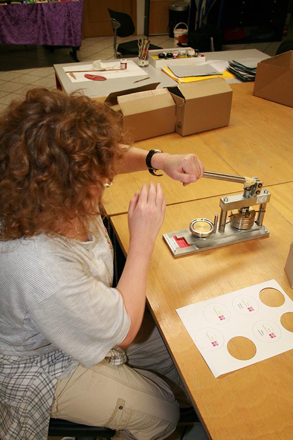 Button-Produktion im Tageszentrum Burghausen